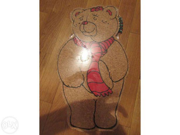 Quadro de cortiça para colocar papéis com pioneses em forma de Urso NO