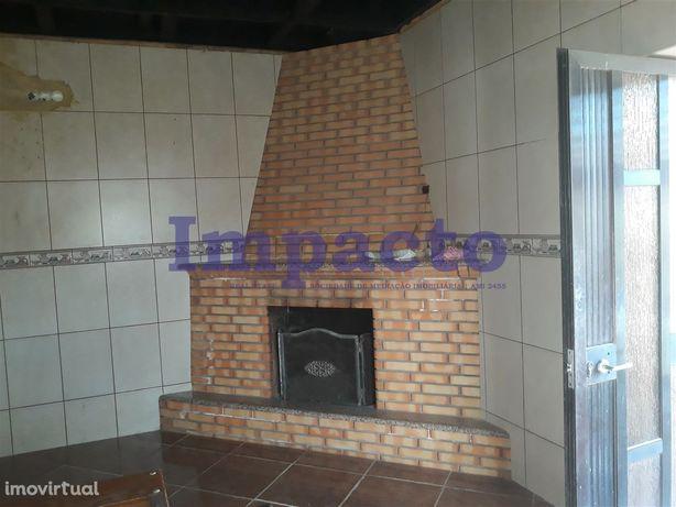 Moradia para Restaurar T2+1 Venda em Oliveira de Azeméis, Santiago de