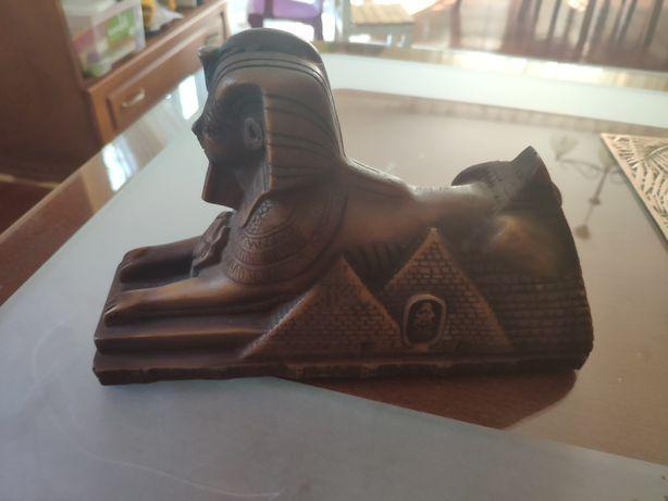 Figurka faraona drewniana