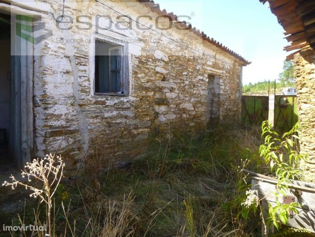 Quintinha com casas em pedra de Xisto - Rapoula