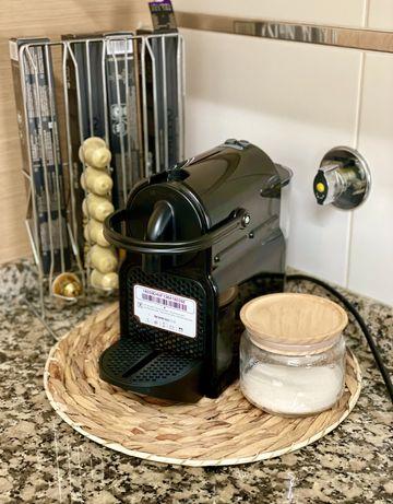 Vendo maquina DeLonghi Nespresso Inissia (preta)