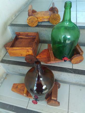 Carroça e garrafão com turneira