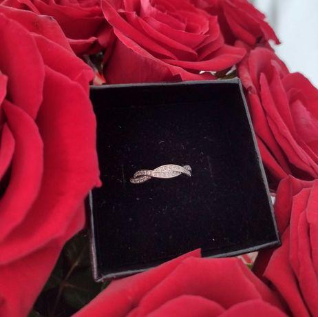 Nowy pierścionek srebrny 925