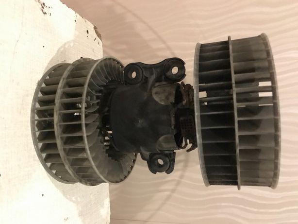 Двигательи радиатор отопителя салона на ВИТО 639