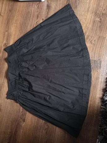 Czarna spódnica stradivarius