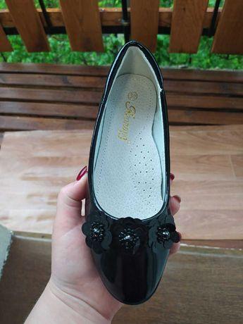Нові туфлі чорного кольору