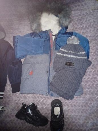 Осенняя курточка, кроссовки и шапка с шарфом/ осень