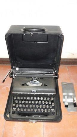 Máquina de escrever ROYAL antiga - artigo de coleção
