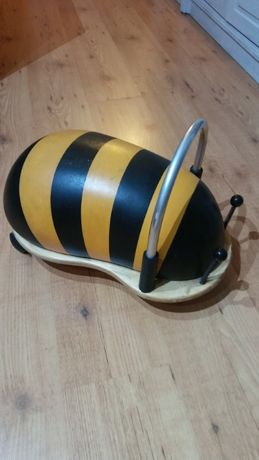 Carrinho abelha Maia