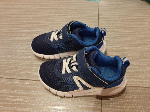 Buty sportowe Decathlon rozmiar 27 długość wkładki 17cm