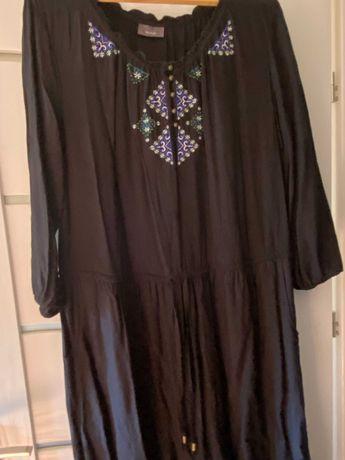 sukienka czarna z kolorowym haftem