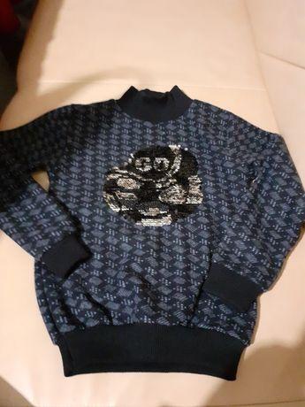 Продам новый свитер очень тёплый на 5 лет