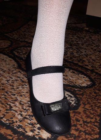 Продам школьные туфельки, туфли + подарок