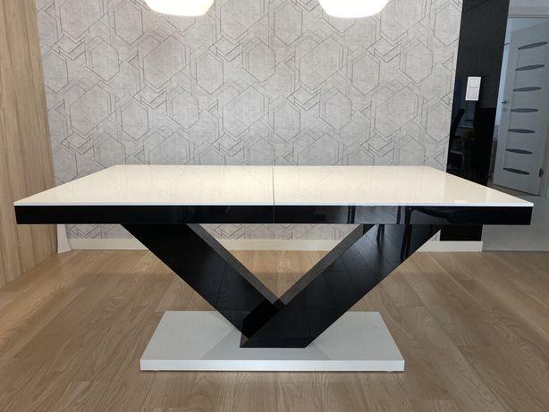 Piękny, nowoczesny stół