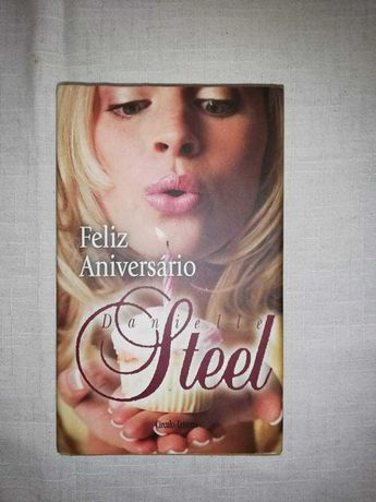 Vendo livro ( feliz aniversário Danielle Steel)