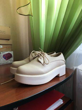 Туфлі на шнурках