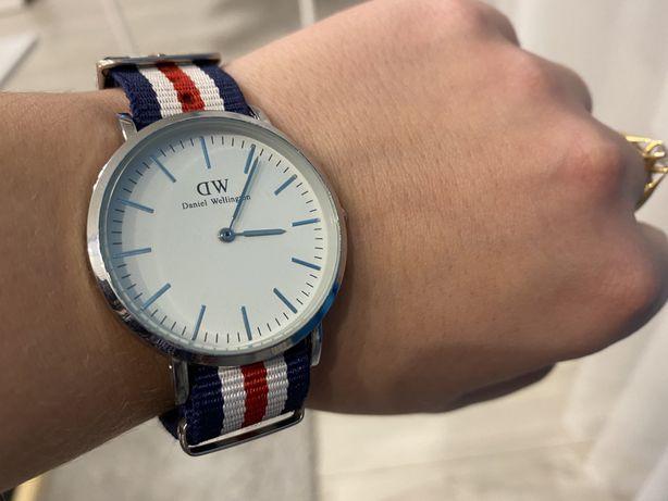 Zegarek damski DANIEL WELLINGTON srebrny na pasku