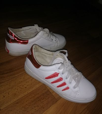 Продам кроссовки 150 грн