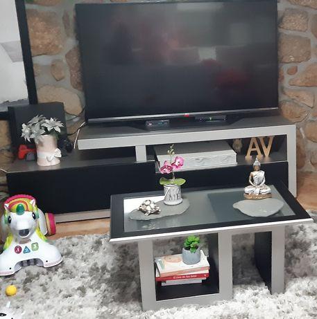 Móvel de tv e mesa de centro