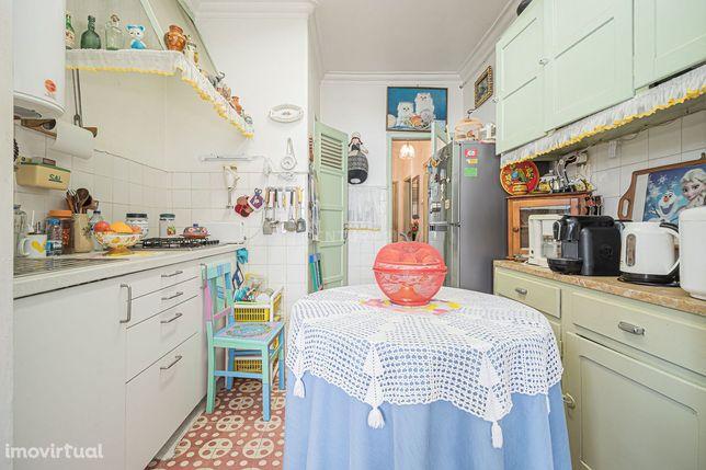 Apartamento T1 com Logradouro 30 m2 Dafundo - Investimento