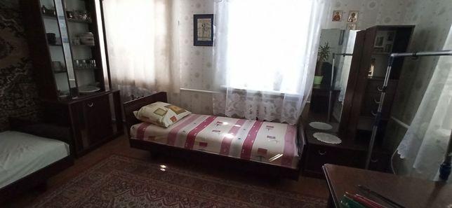 Здам кімнату  або ліжкомісце без хазяйки для дівчини (жінки)