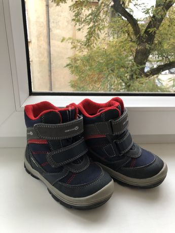 Зимове взуття дитячі черевики Geox 26розмір