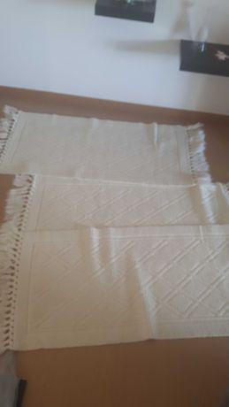 Tapetes brancos de quarto