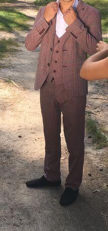 Срочно Продам очень классный костюм мужской