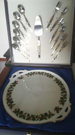 Prato de Natal com espátula, colheres e farfos - bordado a ouro de lei