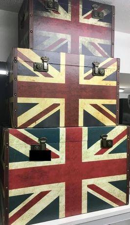 Conjunto 3 Arcas Madeira. - tema Bandeira  Dimensões:70x44x45 Valor:14