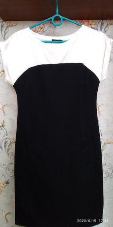 Стрейчевое платье Ostin