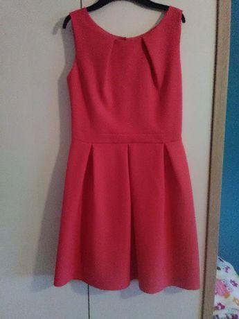piękna sukienka malinowa