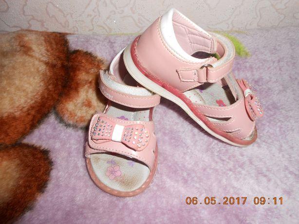 Детская  обувь на девочку.