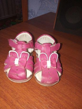 сандалики для девочк