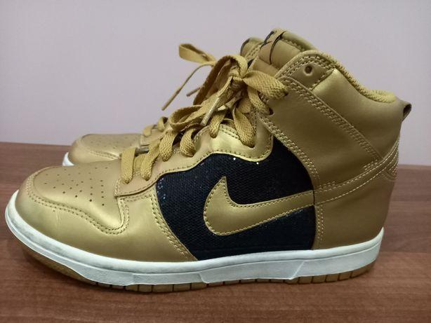 Продам женские высокие кроссовки Nike