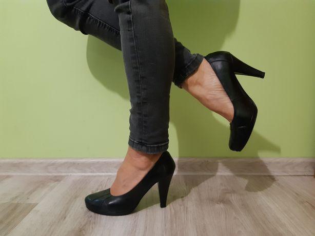 Czarne czółenka, buty na obcasie