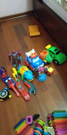 Машинки, робот, конструктор.