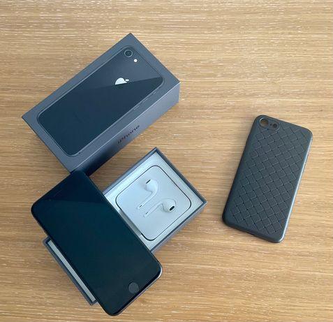 iPhone 8 64Gb com auscultadores