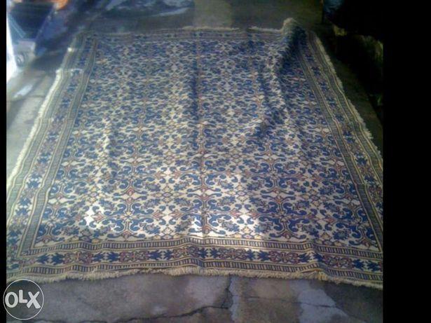Carpete Arraiolos feito mão