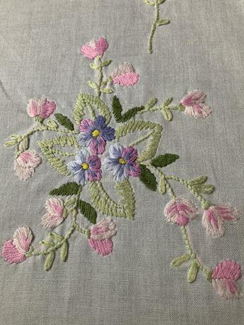 Obrus serweta ręcznie haftowany kwiaty rękodzielo dla kolekcjonera