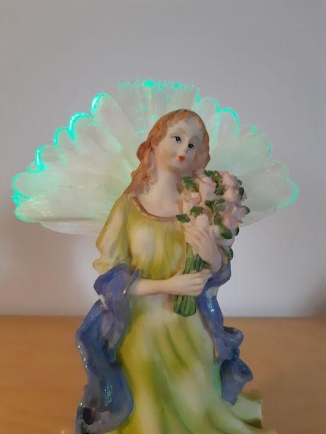 Aniołek z świecącymi skrzydełkami