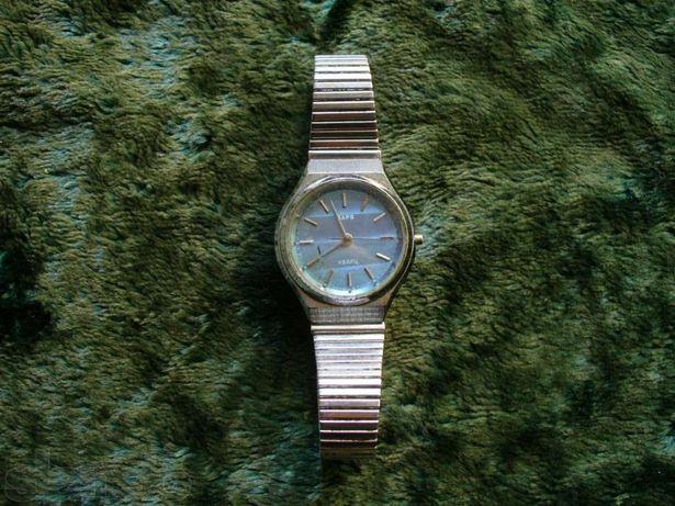 Часы женские ЗАРЯ Кварц СССР (на браслете) + Часы 2 шт ASAHI 1990-е