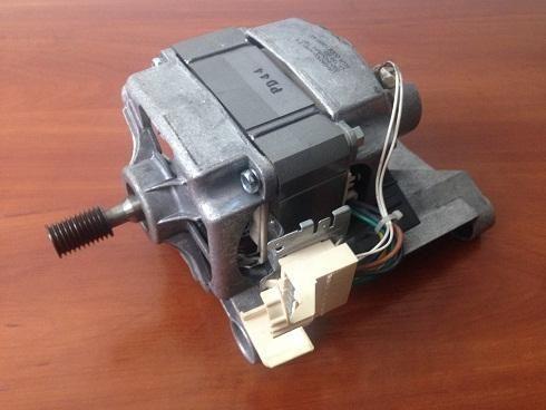 Мотор (двигатель) UAH382300-52R01 108531400 б/у стиральной машины AEG