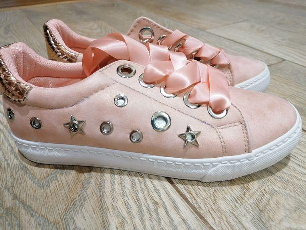 Кросовки для дівчат