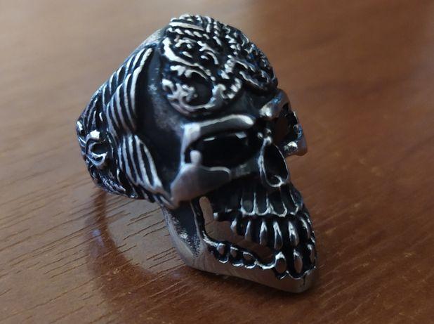 Продаю перстень в форме черепа)!