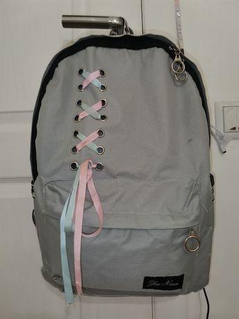 Рюкзак серый со стильными шнурками