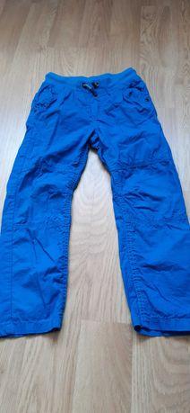 Spodnie materiałowe na 122