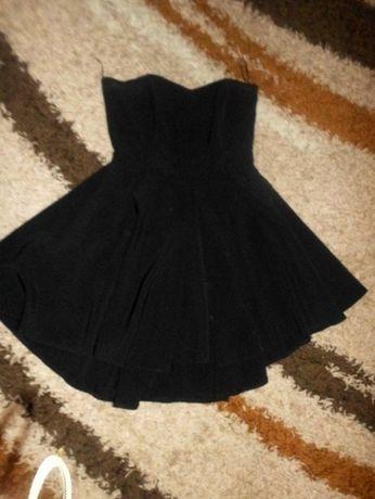 Sukienka czarna rozkloszowana odkryte plecy na sylwestra