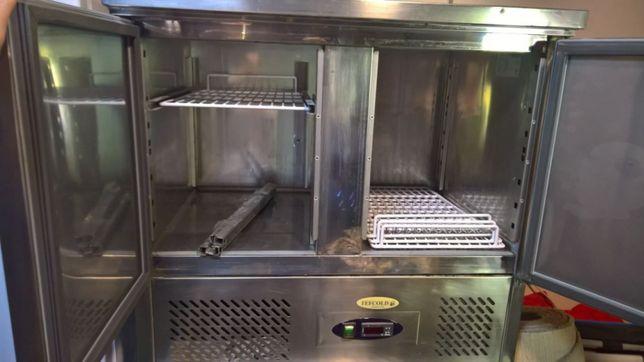 Продам 1 холодильника для ресторанов или кондитеров.