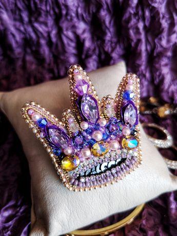 """Брошь """"Корона"""". Брошка с кристаллами и бусинами Swarovski"""